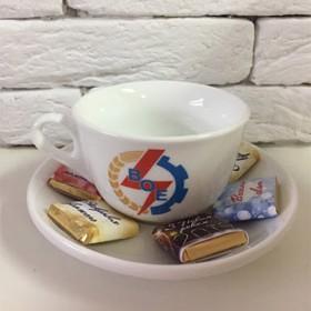 Керамическая чашка и брендированный шоколад